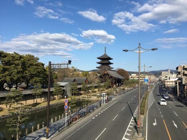 東寺の方向へ歩く。