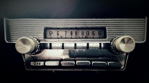 ラジオを聞く。