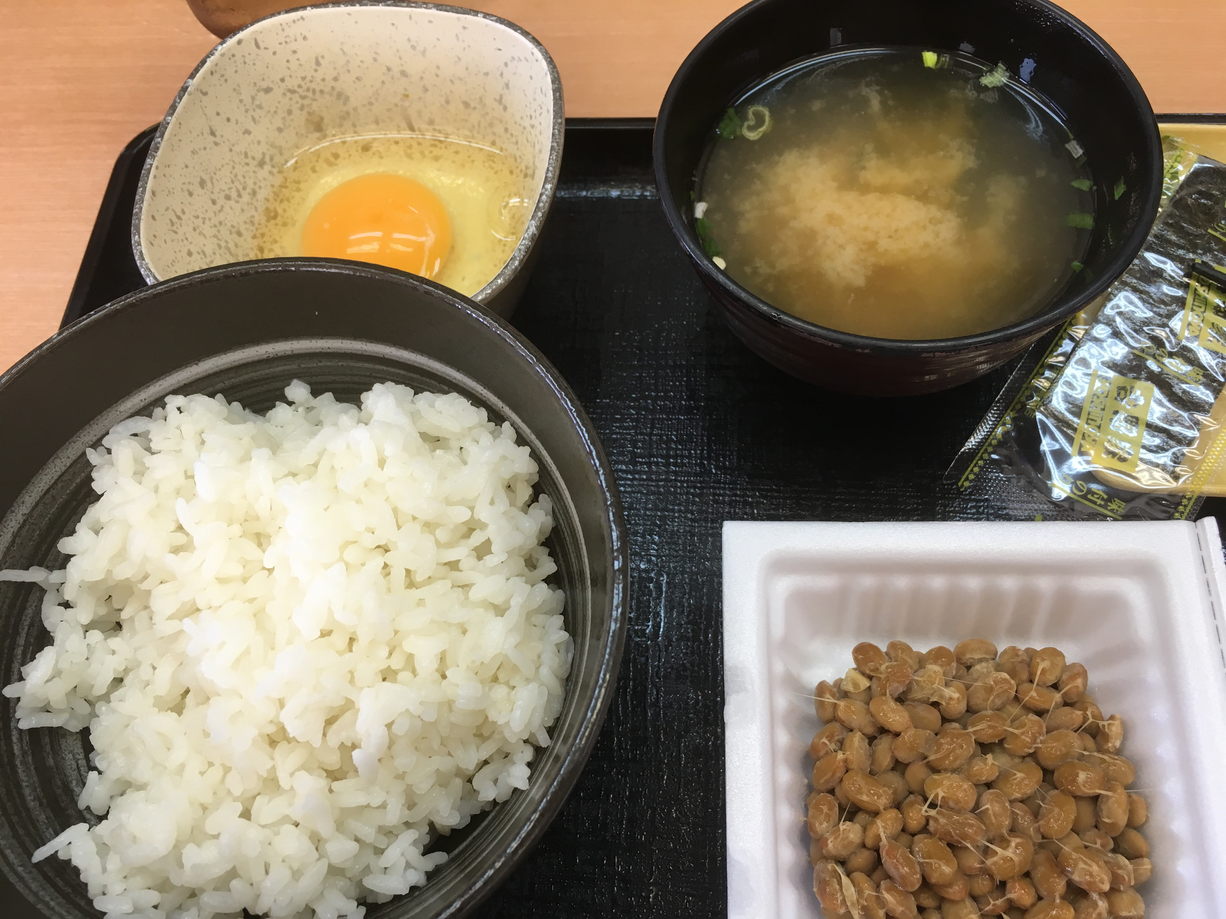 吉野家の納豆定食を食べる。