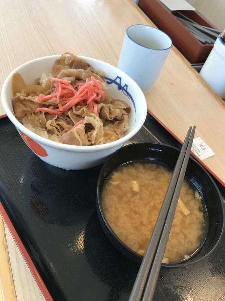 吉野家とすき家の牛丼の比較