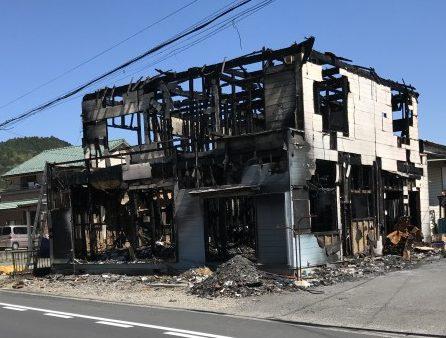 火事の焼け跡があった。