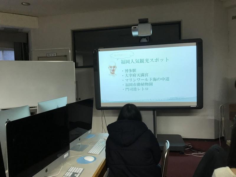 地域研究の授業で福岡に関する発表を聞く。