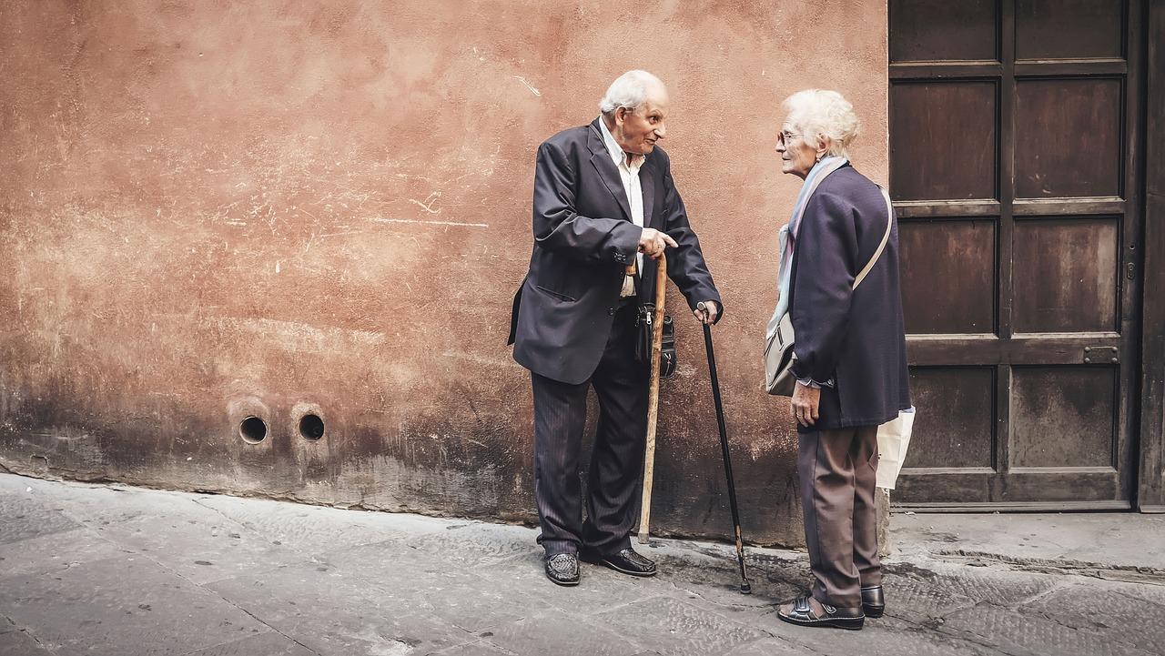 病院では老人が多い。